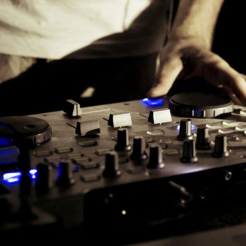 The 5 Best DJ Controllers for Scratching