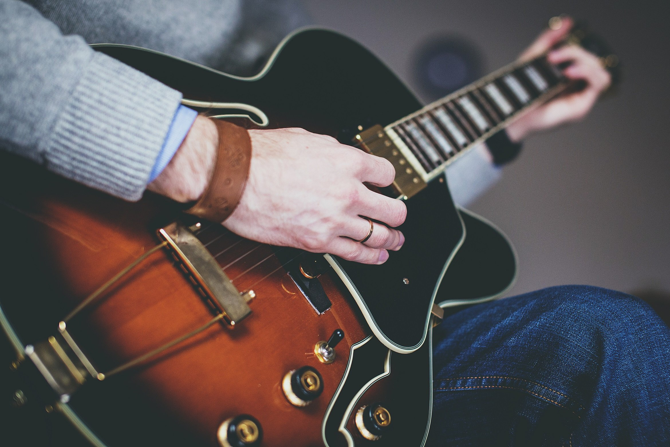 the best semi hollow body electric guitars under 500